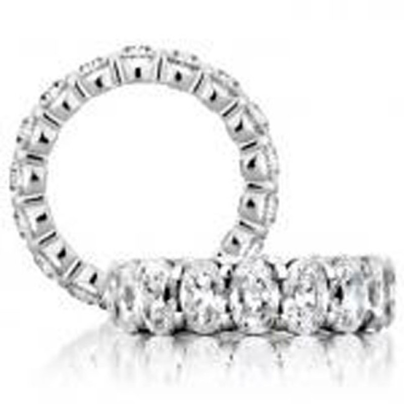 18 KARAT WHITE GOLD WEDDING / ANNIVERSARY BAND with 18 Diamond(s) 9.00ctw