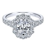 18k White Gold Oval Halo Diamond Engagement Ring
