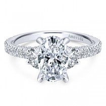 18k White Gold Oval 3 Stones Diamond Engagement Ring