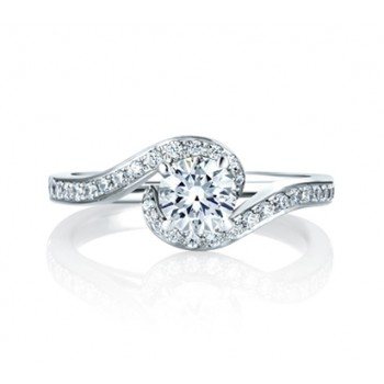 ENGAGEMENT RING WITH A DELICATE TWIST